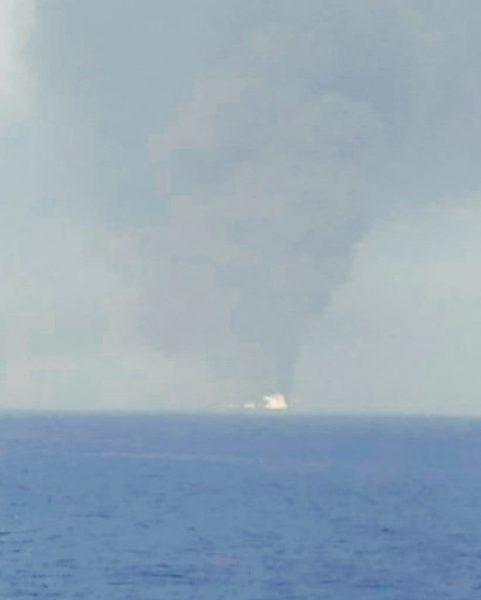 المعلومات الأولية تشير إلى هجوم.. آخر مستجدات استهداف ناقلتي نفط في خليج عمان