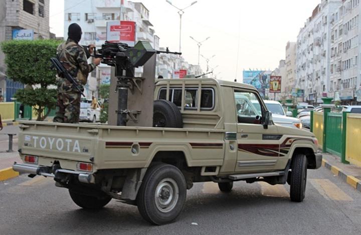 عدن.. قوات أمنية تنتشر لضبط مطلوبين في الشيخ عثمان ودار سعد