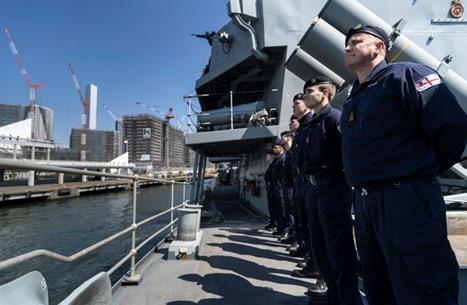 بريطانيا تناقش مع الولايات المتحدة تعزيز وجودها في الخليج وترسل مدمرة الى هناك