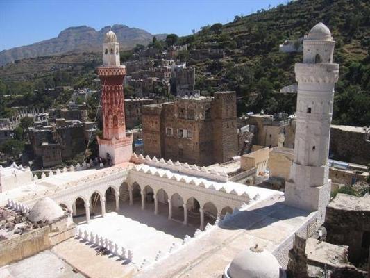 لاقت إستياء واسع.. مليشيا الحوثي ترفع الأذان بصيغته الطائفية في محافظة إب