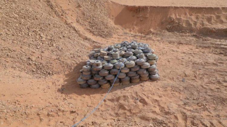 فرق الجيش الهندسية تفجر 600 لغم وعبوة ناسفة زرعتها مليشيا الحوثي في الحديدة