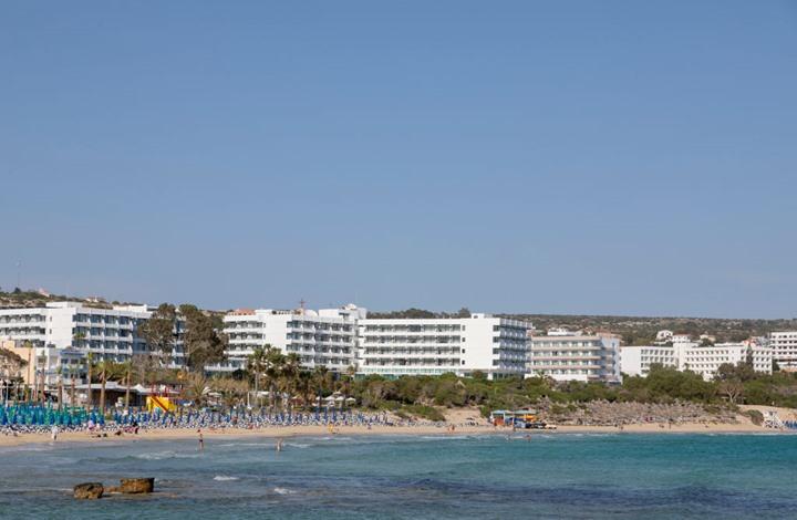 12 سائحا إسرائيليا يغتصبون فتاة عمرها 19 عاماً في قبرص والسلطات اليونانية تعتقلهم جميعاً