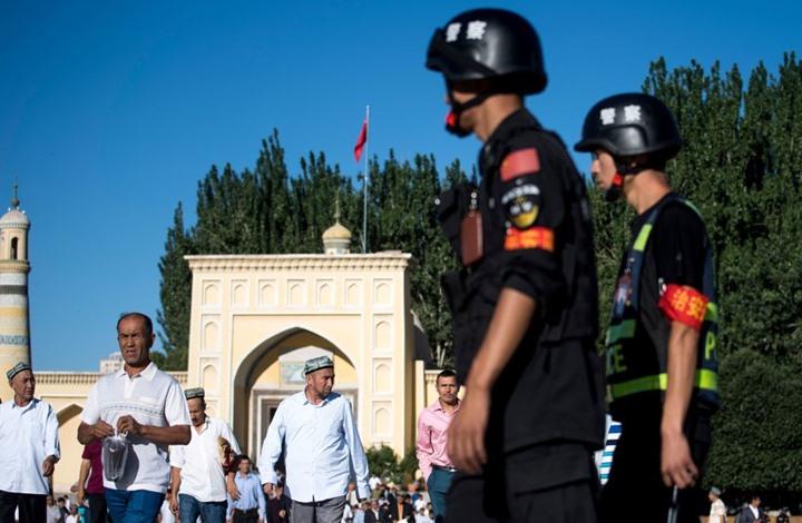 صحيفة بريطانية: الصين تحتجز مليون مسلم في معسكرات جماعية.. الصمت على اضطهاد مسلمي الإيغور تواطؤ