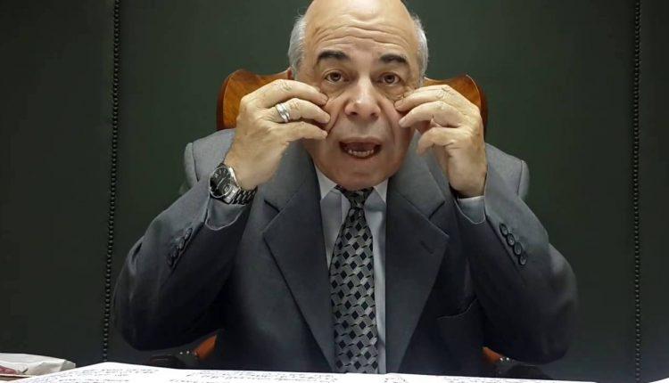 """يسبّ """"البخاري"""" ويصف صحيحه بـ""""اللعين"""".. مفكر مصري يستهدف """"البخاري"""" ويزعم أنه يعلم الناس الكفر!"""