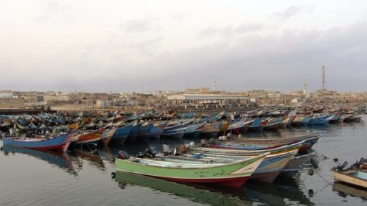 """السلطة المحلية بحضرموت توجه باعادة تشغيل ميناء الشحر و""""الضابط الإماراتي"""" يرفض"""