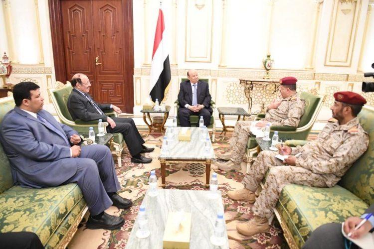 الرئيس هادي يشيد بدور التحالف العربي ويوجه بانتظام صرف مرتبات الجيش