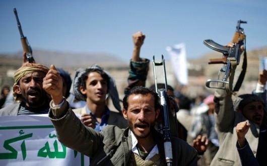 بعد قتله وتفجير منزله.. مليشيا الحوثي تسحل جثة قيادي ساهم في إدخالها إلى عمران