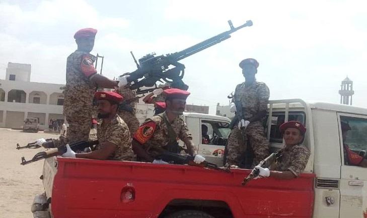 نقاط الشرطة العسكرية بلحج تمنع تعزيزات لمليشيات الحزام الامني من المرور إلى عدن