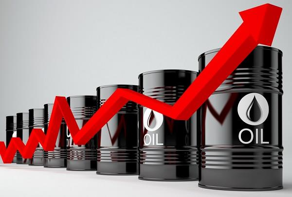 صعود عقود النفط الآجلة مع تفاؤل بعودة التوازن للأسواق خلال شهرين
