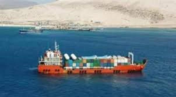 الإمارات تواصل تخريبها في سقطرى وتعرقل تفريغ شحنة للمشتقات النفطية