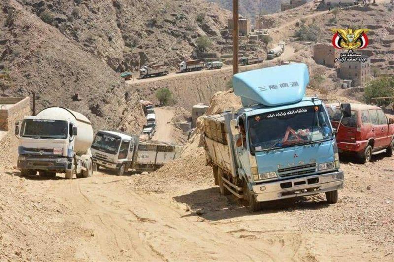 سائقو الشاحنات بتعز يضربون عن العمل احتجاجا على التعسفات والإبتزاز