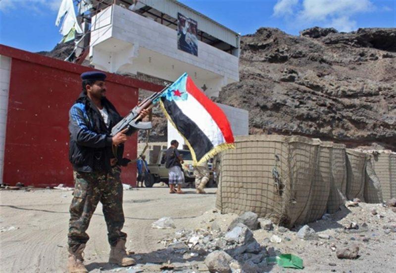 الإنتقالي المدعوم إماراتيا يداهم منزل أحد أفراد حراسة الرئيس هادي ويعتقل نجله