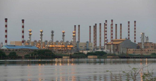 10 مشروعات مهددة بالإلغاء.. العقوبات الامريكية تخنق صناعة الطاقة الإيرانية