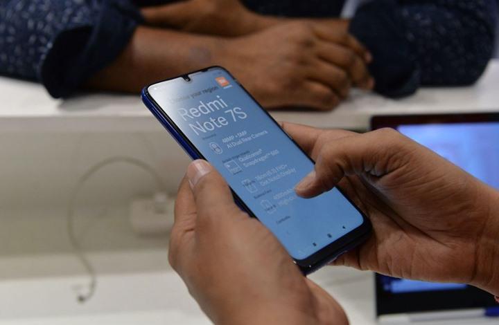 """علماء يحذرون: شاشات الهواتف الذكية قادرة على حمل فيروس """"كورونا"""" لأسابيع"""