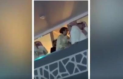 """الأمير السعودي عبدالرحمن بن مساعد يوضح سبب تقبيله للفنانة أصالة """"فيديو"""""""