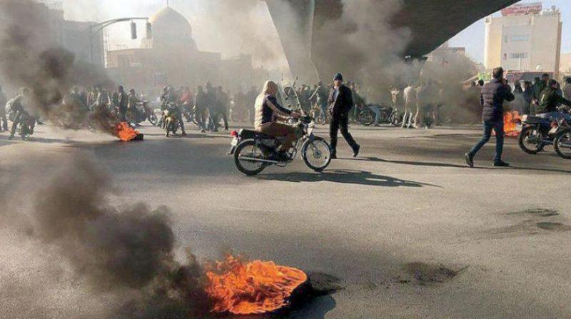 الحكومة تتوعد المحتجين.. تقارير تؤكد سقوط عشرات القتلى في إيران