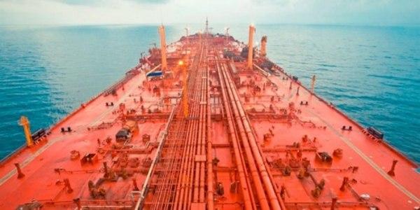 منظمة دولية تحذر من انفجار ناقلة نفط قبالة السواحل اليمنة