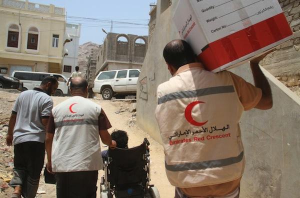 هكذا تحول الهلال الأحمر الإماراتي لذراع استخباراتية أجبرت اليمنيين على الوشاية ببعضهم