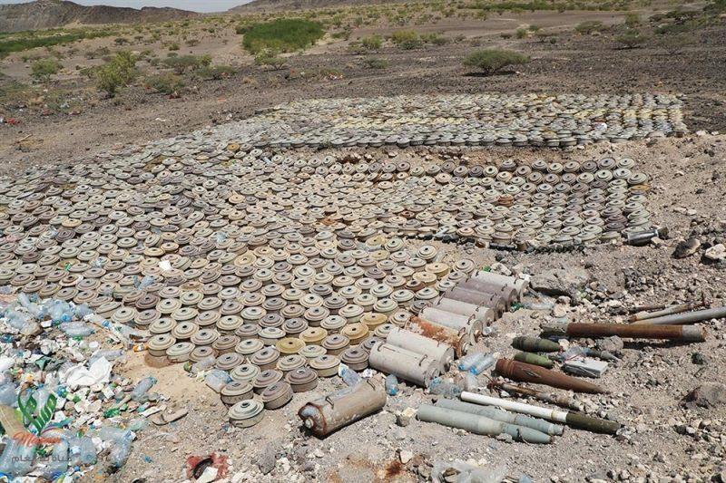 فرق الجيش الهندسية تنتزع 150 لغماً زرعته مليشيا الحوثي في مدينة الحزم بمحافظة الجوف