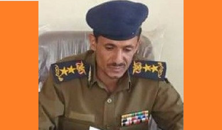 """باشره باطلاق عدة رصاصات من """"الخلف"""".. مدير أمن العدين """"الحوثي"""" يقتل جندي وسط المدينة"""