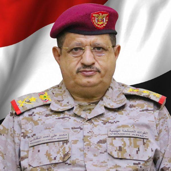 خلال تفقد جبهات نهم.. وزير الدفاع يطلع على سير العمليات ويؤكد أنه لا يمكن التفريط بالمكتسبات الوطنية