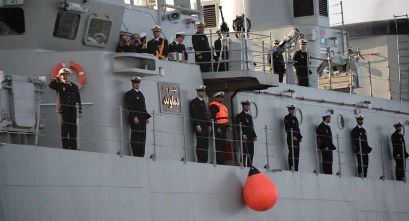 مدمرات حربية تتوجه إلى الخليج… فهل تندلع حرب؟