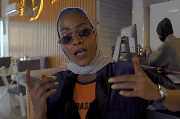 """امارة منطقة مكة المكرمة تعلن ايقاف المسؤولين عن إنتاج فيديو راب """"بنت مكة"""""""