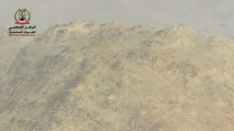 شاهد بالفيديو.. الجيش الوطني يقتحم مواقع المليشيات في جبهة نهم