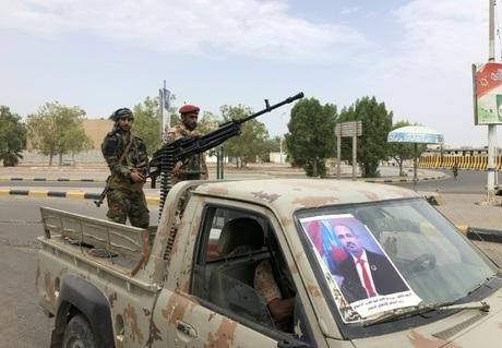 دعوات لإنهاء الوضع المنفلت في عدن وتطبيق الأمن