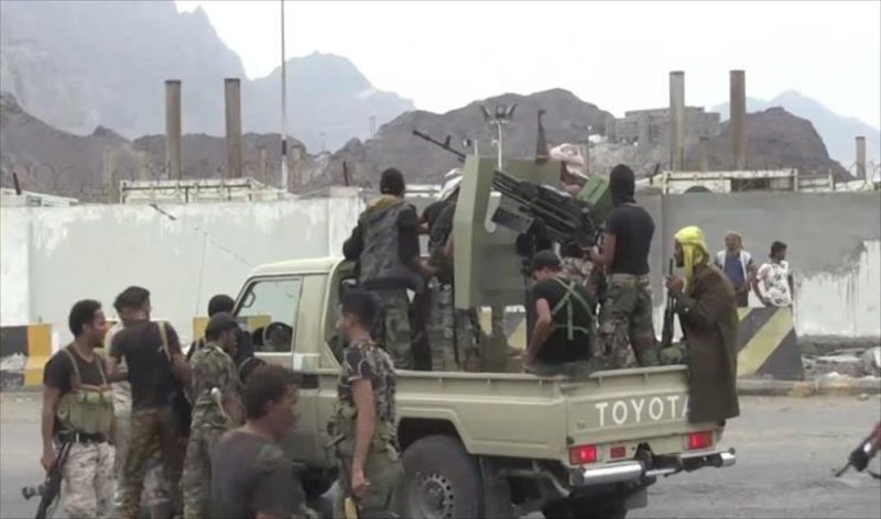 إشتباكات عنيفة في عدن تخلف عدد من الجرحى