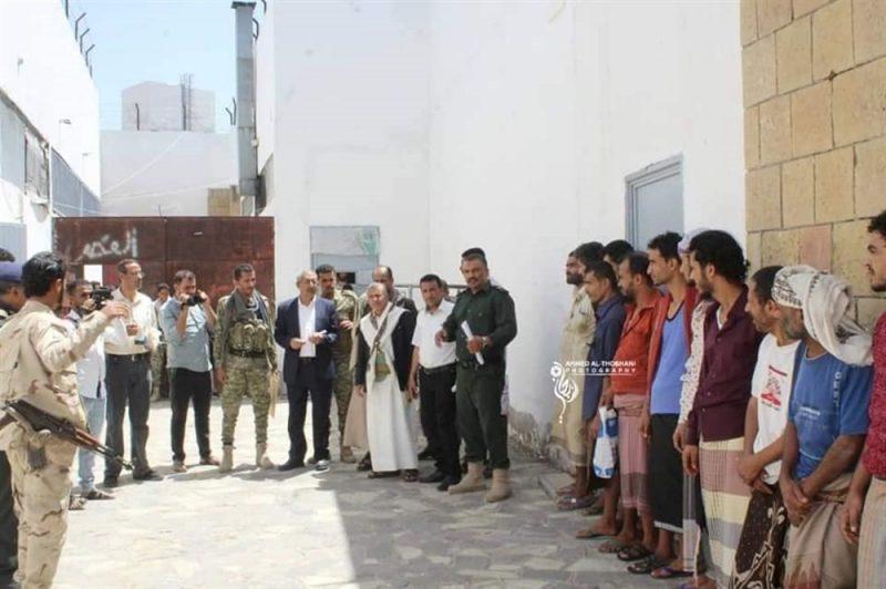 إحترازا من تفشي كورونا.. نيابة مأرب تفرج عن 62 سجين
