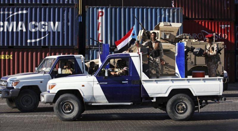 الإنتقالي يؤكد أنه لن يسلم السواحل ويصف الحكومة بالإرهابية