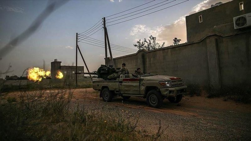 """ليبيا.. جيش حكومة الوفاق """"الشرعية"""" يدمر مدرعة إماراتية ويسيطر على آليات عسكرية تابعة للمتمرد حفتر"""