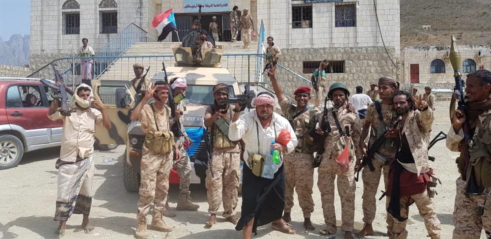في ظل العجز الحكومي.. ما الذي تبقى لحكومة هادي من سلطة في اليمن؟