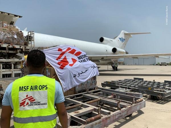 وصول طائرة تحمل أجهزة ومعدات طبية لمواجهة كورونا إلى عدن