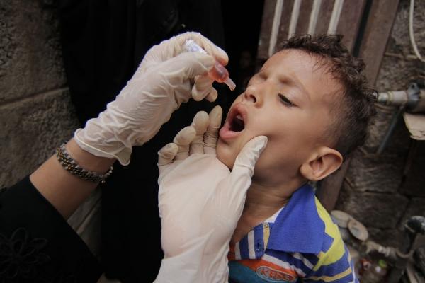 إطلاق حملة لتطعيم أكثر من مليون طفل ضد شلل الأطفال في اليمن
