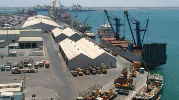 لجنة متخصصة تبدأ التحقق من وجود مادة نترات الأمونيوم الكيمائية في أرصفة ميناء عدن