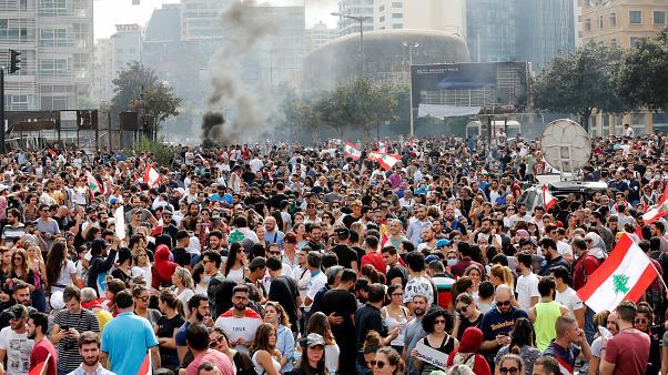 المتظاهرون في بيروت يتجهون نحو مجلس النواب وقوات الأمن تعترضهم