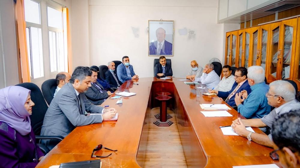 """محافظ عدن """"لملس"""" يلتقي قيادات مكتب الصحة ومدراء المستشفيات بالعاصمة المؤقتة عدن"""