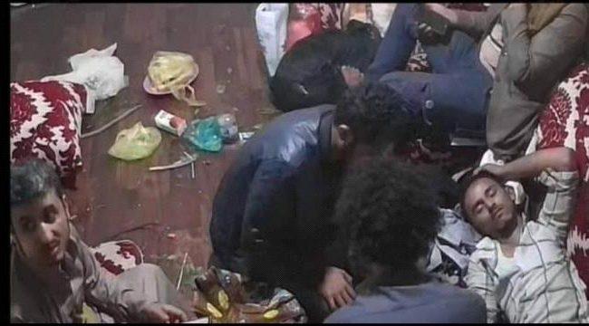 """كاميرا المراقبة تكشف المجرمين.. مالك محل جوالات بصنعاء يعذب ويقتل المواطن """"عبدالله الأغبري"""" بطريقة بشعة"""
