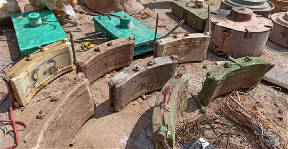 فرق الجيش الهندسية تفكك شبكة ألغام وعبوات ناسفة في الحديدة