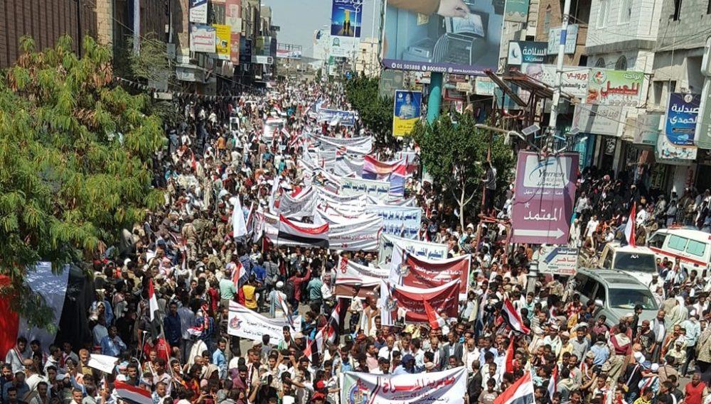 عرض كرنفالي مهيب في تعز احتفالاً بالعيد الـ58 لثورة 26 سبتمبر