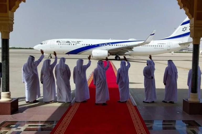 قال ان الشعب الإماراتي مكبل.. إعلامي إماراتي يحذر من اختراق إسرائيل للعرب إعلاميا واقتصاديا