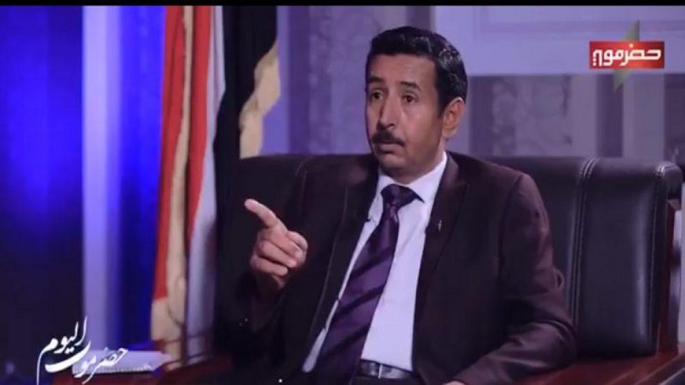 عاجل.. محافظ شبوة يوجه رسالة نارية للقوات الاماراتية المتواجدة في منشأة بلحاف (فيديو)