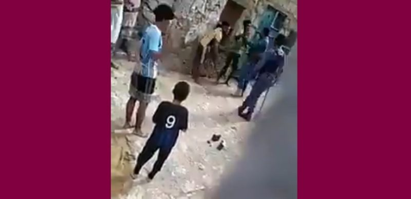 شاهد بالفيديو.. جريمة مروعة يرتكبها جنود النخبة الحضرمية مع اطفال قاصرين في المكلا