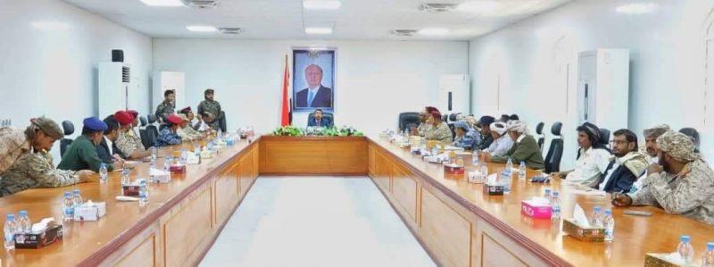 مصدر باللجنة الأمنية يكشف عن الجهات التي تقف خلف العمل الإرهابي الذي راح ضحيته أربعة مدنيين في بيحان