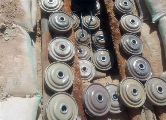 الفرق الهندسية التابعة للقوات المشتركة تفكك شبكات ألغام وعبوات ناسفة في الحديدة