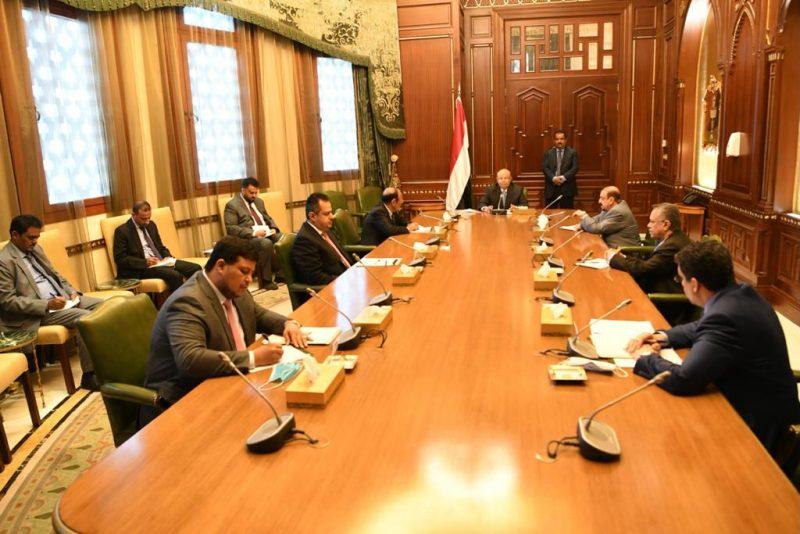 رئيس الجمهورية يترأس اجتماعاً للوقوف أمام التطورات الراهنة