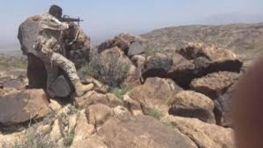 الضالع.. مليشيات الحوثي تفجر مدرسة ومنزلين بعد هزيمتها في قطاع الفاخر
