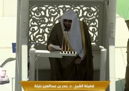شاهد بالفيديو .. لحظة محاولة الاعتداء على امام الحرم المكي الشيخ بندر بليلة اليوم